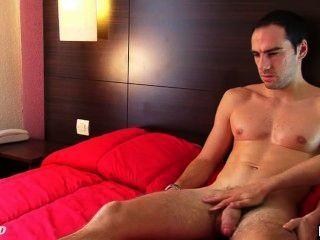 benoit: ein echter Kerl gerade wanked seinen riesigen Schwanz durchein Homosexuell Kerl bekommen!