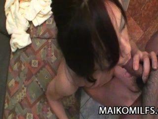 mika Fukuyama - japanische MILF Muschi gedehnt und creampied