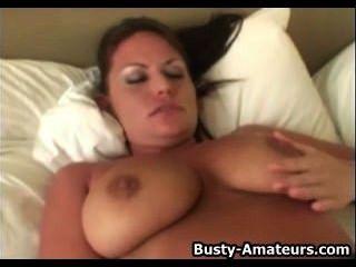 big boobs leslie masturbiert mit einem Dildo