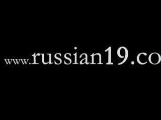 zwei russische Schüler nackt im Freien