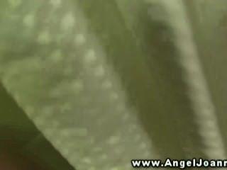 Engel joanna schlug hart im Bad von ihrem Gestüt