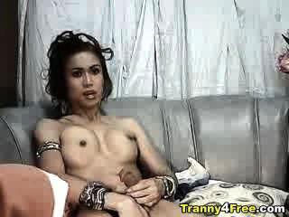 Tranny in g-string Masturbieren