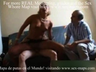 ein alter Mann fickt eine Prostituierte perfekt