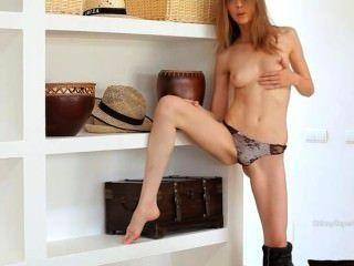 Kleine Brüste von Skinny Super Teenager