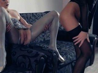 hot lesbs in Strumpfhosen wieder in Aktion