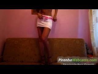 sehr geil 19 yo russische Brünette Teenager beizbrühen auf Webcam