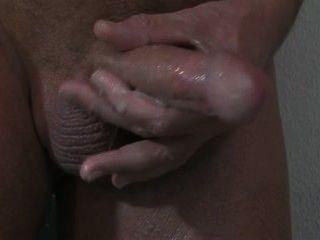 eine Prostata-Massage mit cum