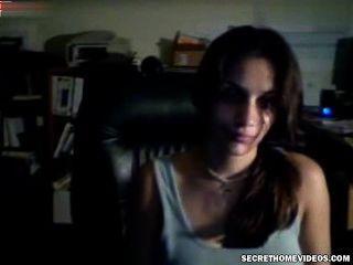 junge Mädchen ersten Sex vor der Webcam