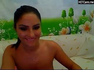 Brünette mit großen natürlichen Titten auf Webcam