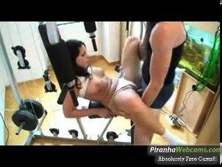 heißeste Amateur 19yo Teen masturbiert in der Turnhalle auf Webcam