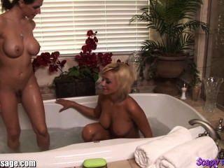 badende Mädchen