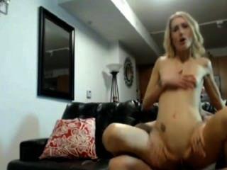 blonde Mädchen anal ficken zu Hause