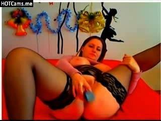 Amateur junge Frau mit großen natürlichen Brüsten