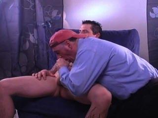 dicken Schwanz Geck verlässt Freundin nach Hause zu kommen, um mich für die Cash-Service ihm lassen.