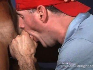 rasierten Kopf str8 Latino Muskel Junge fickt mein Gesicht.