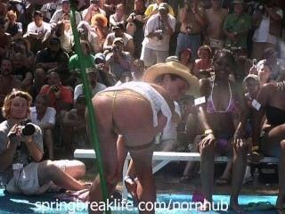 nassen Bikini Beute schütteln