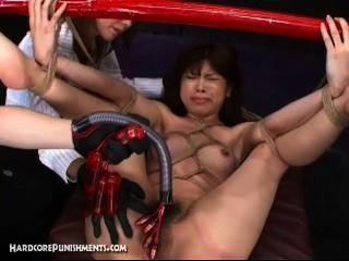 japanisch Sexsklavin mit Maschinen Bambusstange und hart gefickt gebunden