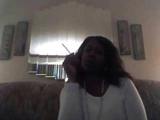 hot black Babe raucht 120-1