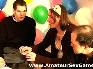 Amateur-Gruppe aufwärmen für Sex-Spiel Geheimnisse erzählen