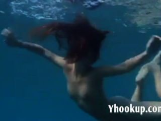julia ist das Schwimmen im Meer Unterwasser Nackt