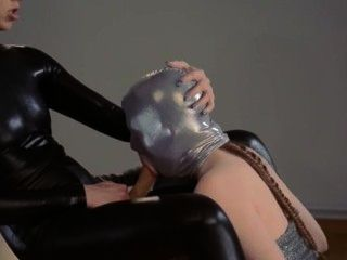 Luxus strapon lesbs in Maske spielen