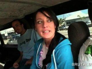superb gleichaltrige Mädchen sprach in Sex im Bus mit
