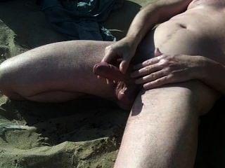 große schottische Schwanz Show am Strand