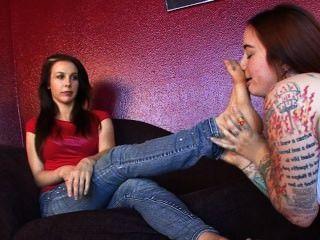 verehren meine Füße für die Strafe w / andere Mädchen geflirtet