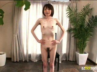 sehr schlanke Mädchen in erster av japan