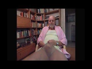 Kinky Tranny von seiner Frau gefilmt beim Masturbieren