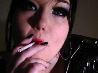 Prinzessin Puppe - Rauchen Fetisch Mode roten Lippenstift