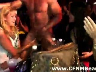 cfnm Party Babes saugen Stripperinnen Hahn in der Öffentlichkeit