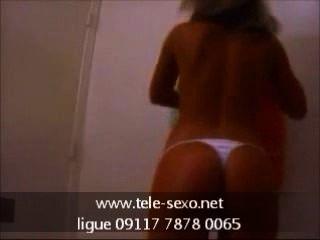 Teen Schlampe zeigt ihre Titten tele-sexo.net 09117 7878 0065