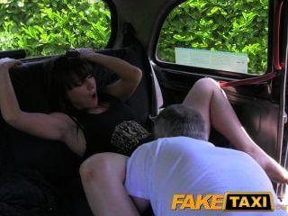 faketaxi verheiratete Frau sucht Extra Hahn