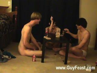 Homosexuell Porno ist dies ein langer Film für Typen u Voyeur, der die Idee mag