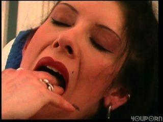 Hure cassandra masturbiert