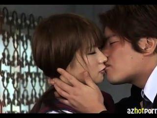 Küsse und mit einem Mädchen in Uniform Ficken