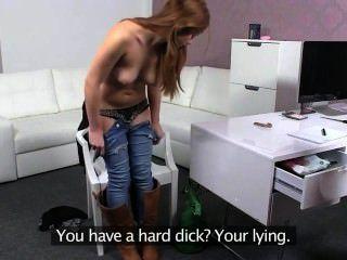 Lesben Amateur leckt Pussy im Büro