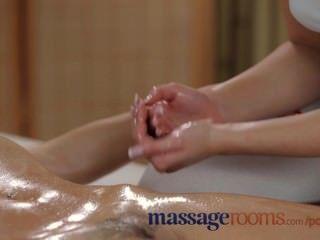 Massageräume sexy junge Lesben haben ölig Spaß bis intensiven Höhepunkt