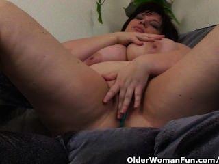 reifen bbw mit großen Titten masturbiert mit Vibrator
