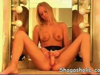 Glamour Mädchen selbst pleasuring - shagasholic