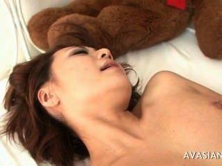 asian saftige Pussy breit mit Sperma bedeckt öffnen