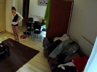 heiße Brünette Zofe im Hotelzimmer gefickt