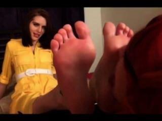 nette Lesben verehren Füße