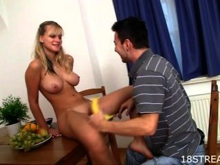 Wild pleasuring für blonde teen