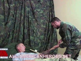Private tyler fickt Sergeant Meilen