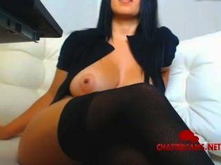 sexy dunkelhaarigen Diva Striptease