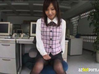 Rumgepoppe mit asiatischen Arbeits Dame