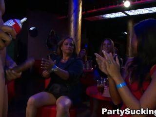 Party Mädchen saugen Stripperschwanz