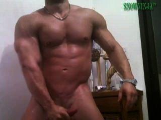 Latin Bodybuilder Gurke & cum Show